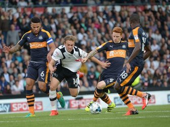 Wilson breaks through three Newcastle United players | Photo: DCFC