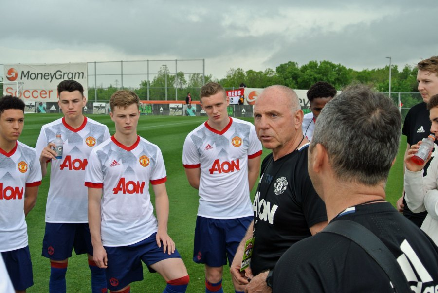 Utd coaching session Dallas Cup Tommy Martin.jpg