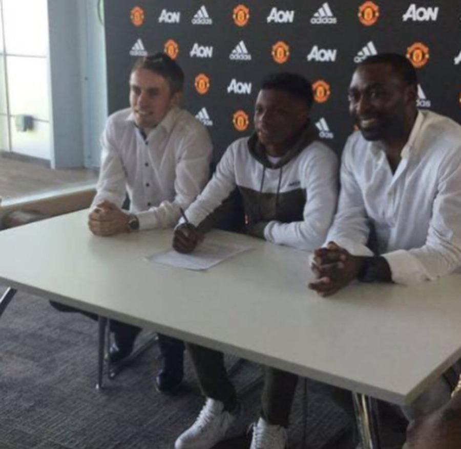 largie signing.jpg